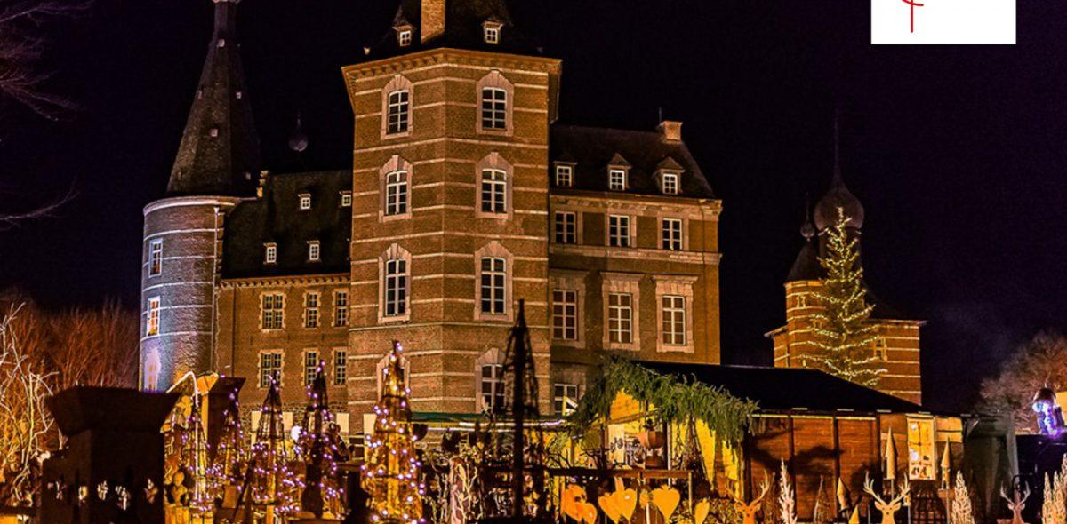 Bild eines Gebäudes mit weihnachtlichem Ambiente